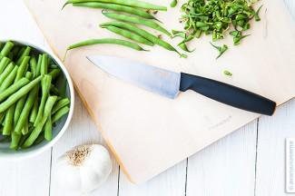 Teräviä veitsiä ja vihreitä papuja