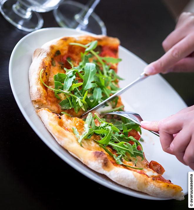 Pizzapohja, keskipitkällä kohotuksella